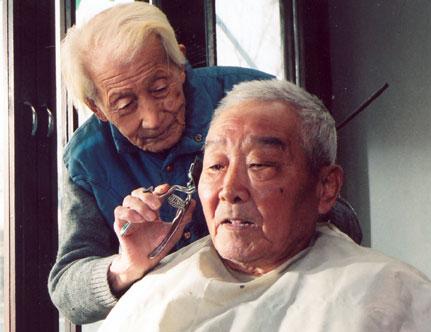 老年人系列电影之《剃头匠》 - 江南一叟 - 江南一叟 朋友,您好,江南一叟欢迎您!